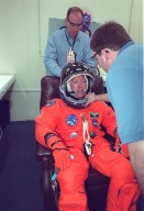 STS-99 Pilot Gorie dons suit for launch