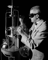 RESEARCH ENGINEER MEASURING POTENTIAL DROP ACROSS AN INCANDESCENT HIGH TEMPERATURE HEAT TRANSFER TES