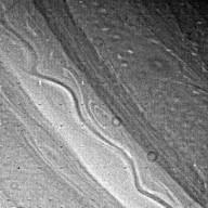 Saturn's ribbonlike cloud structure
