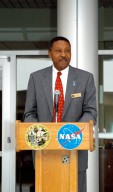 KENNEDY SPACE CENTER, FLA. - Capt. Winston Scott, executive director of the Florida Space Authority, speaks at a dedication and ribbon-cutting ceremony for the Space Life Sciences Lab hosted by NASA-Kennedy Space Center and the state of Florida at the new lab. Completed in August, the facility encompasses more than 100,000 square feet and was formerly known as the Space Experiment Research and Processing Laboratory or SERPL. The state, through the Florida Space Authority, built the research lab which is host to NASA, NASA?s Life Sciences Services contractor Dynamac Corp., Bionetics Corp., and researchers from the University of Florida. Dynamac Corp. leases the facility. The Florida Space Research Institute is responsible for gaining additional tenants from outside the NASA community.