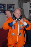 KENNEDY SPACE CENTER, Fla. -- STS-118 Commander Scott Kelly checks the fit of his launch and entry suit. The fitting is part of the Terminal Countdown Demonstration Test, or TCDT, activities that include a simulated launch countdown. Kelly is suiting up also for landing practice in the shuttle training aircraft, known as an STA. The STA is a Grumman American Aviation-built Gulf Stream II jet that was modified to simulate an orbiter's cockpit, motion and visual cues, and handling qualities. In flight, the STA duplicates the orbiter's atmospheric descent trajectory from approximately 35,000 feet altitude to landing on a runway. The STS-118 mission is the 22nd flight to the International Space Station and is targeted for launch on Aug. 7. The mission payload aboard Space Shuttle Endeavour includes the S5 truss, a SPACEHAB module and external stowage platform 3. NASA/George Shelton