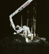 STS-61B Astronaut Ross During ACCESS Extravehicular Activity