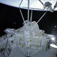 STS-61B Astronauts Ross and Spring Work on Experimental Assembly of Structures in Extravehicular Activity (EASE)
