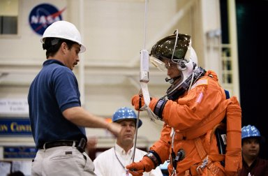 STS-111 & Expedition 5 Emergency Egress Training