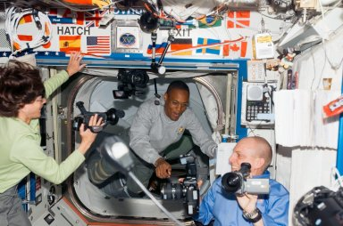 STS-118/Expedition 15 Crewmembers greet one another after Hatch Opening