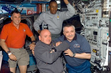 View of STS-118 / Expedition 15 Crewmembers in the U.S. Laboratory