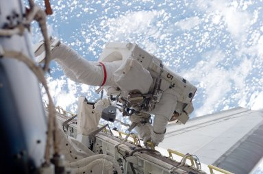 View of MS Mastracchio in the Endeavours Payload Bay during EVA 2