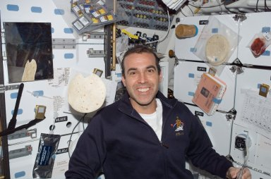 View of MS Mastracchio on the MDDK of the Shuttle Endeavour during STS-118
