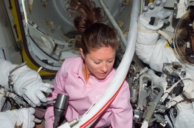 Caldwell assists crewmembers with their EMUs during STS-118/Expedition 15 Joint Operations