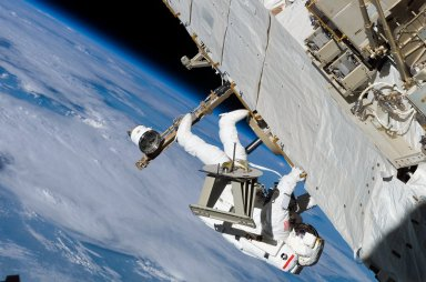 Sellers translates along the S1 Truss during EVA3 on STS-121 / Expedition 13 joint operations