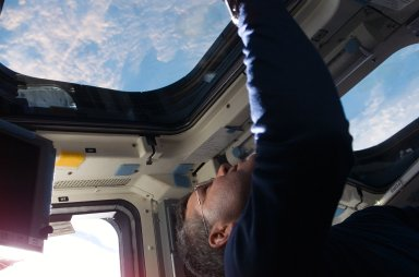 Frick on aft FD during STS-122