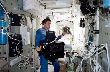 Krikalev takes light readings with IMAX in Service module