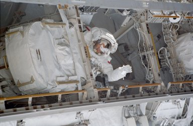 Noguchi in forward side of the P1 truss during EVA 3