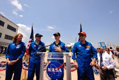 STS-135 Wheels Stop Event (201107210014HQ)