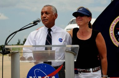 STS-135 Wheels Stop Event (201107210012HQ)