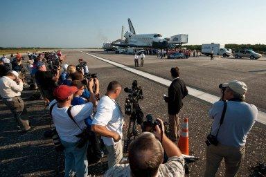 STS-135 Atlantis Landing (201107210046HQ)