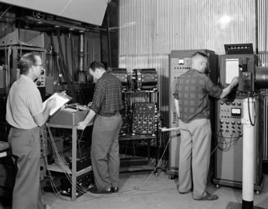 TEST SETUP IN THE PROPULSION SCIENCES LABORATORY PSL NO. 1 - EQUIPMENT IN CONTROL ROOM SHOWING PERSONNEL AT OPERATING STATIONS