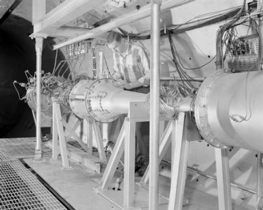 ISENTROPIC ROCKET NOZZLE 25 TO 1 RATIO INSTALLATION IN THE PROPULSION SYSTEMS LABORATORY PSL NO. 2 TUNNEL