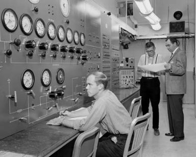 MEN AT WORK GENERAL DYNAMICS / ASTRONAUTICS GD/A IN SPACE POWER CHAMBER SPC - SEPARATION TEST CONTROL ROOM - LEFT TO RIGHT - K G SMITS - R G SIMS - J E ROGERS