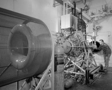 J-85-13 ENGINE INSTALLATION AND CONTROL ROOM