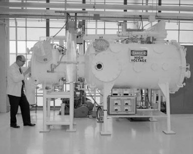 GENERAL ELECTRIC GE CONSOLE AND VACUUM TANK FACILITY IN THE 8X6 FOOT WIND TUNNEL