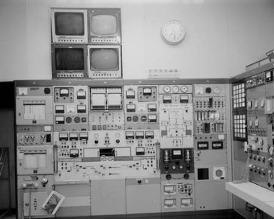 CONTROL ROOM PANELS IN THE ENGINE COMPONENTS RESEARCH LABORATORY ECRL TEST CELL 1