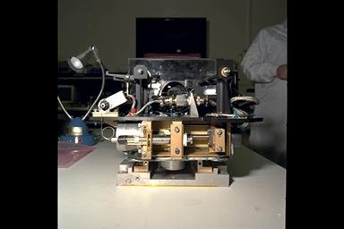 DROPLET COMBUSTION EXPERIMENT DCE HARDWARE / POST MICROGRAVITY SCIENCE LAB - 1 MSL-1