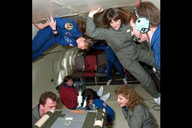 DC-9 AIRPLANE FLIGHT FOR ASTRONAUT TRAINING WITH MSL-1 MICROGRAVITY SCIENCE LABORATORY