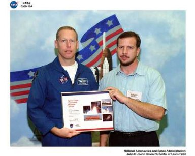 SPACE FLIGHT AWARENESS AWARD RECIPIENT GREGORY C BLANK WITH ASTRONAUT PAT FORRESTER