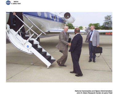 VISIT BY NASA ADMINISTRATOR SEAN O'KEEFE TO GLENN RESEARCH CENTER AUGUST 26 2002 - NASA ADMINISTRATOR IS GREETED AT GRC BY CENTER DIRECTOR DONALD J CAMPBELL