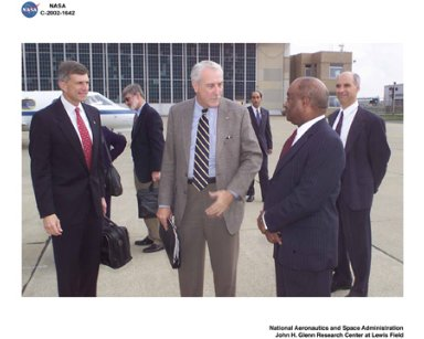VISIT BY NASA ADMINISTRATOR SEAN O'KEEFE TO GLENN RESEARCH CENTER AUGUST 26 2002 - NASA ADMINISTRATOR SEAN O'KEEFE IS GREETED BY CENTER DIRECTOR DONALD J CAMPBELL
