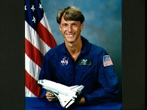 Official portrait of 1987 astronaut candidate C. Michael Foale