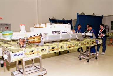 STS-101 crew at SPACEHAB during CEIT