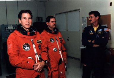 STS-67 Payload Specialists Durrance and Parise suit up