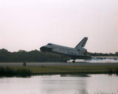 STS-70 landing main gear touchdown (side view)