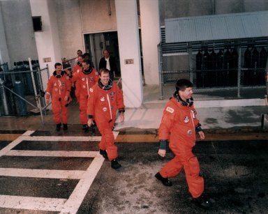 STS-74 leaves O&C Building for TCDT