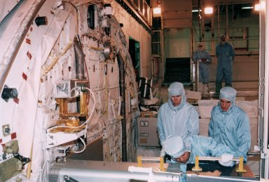 STS-72 MS Chiao and Barry examine payload bay