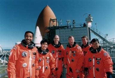 STS-72 Crew poses on Launch Pad 39B