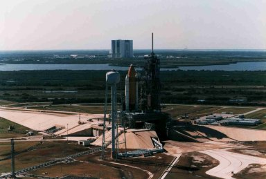 STS-75 Shuttle Columbia arrives at LC-39B