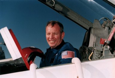 STS-72 Commander Brian Duffy returns to Florida