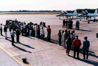 STS-75 crew arrives at KSC for launch
