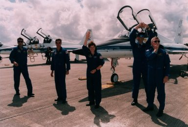 STS-78 Crew arrives at Shuttle Landing Facility