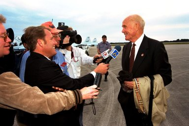 John Glenn arrives to tour KSC facilities and view the STS-89 launch