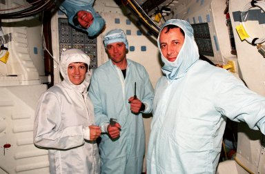 STS-93 crew takes part in a Crew Equipment Interface Test