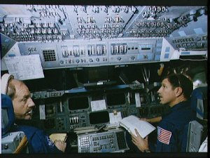 STS-26 crew on fixed based (FB) shuttle mission simulator (SMS) flight deck
