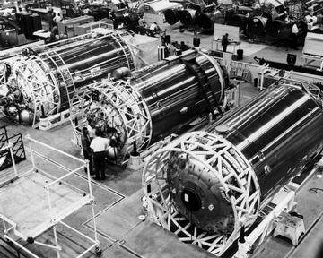 CENTAUR VEHICLE CONSTRUCTION - ASSEMBLED AND IN POSITION ON LAUNCH PAD AT CAPE CANAVERAL FLORIDA - P