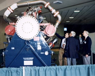 Stennis exhibits reach out to public