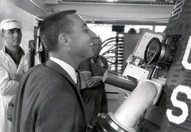 Grissom Inspects Periscope