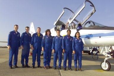 STS-107 Crew in front of T-38