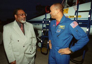 KSC?s Deputy Director James Jennings (left) welcomes STS-98 Mission Specialist Robert Curbeam to KSC. The STS-98 crew Commander Ken Cockrell, Pilot Mark Polansky and Mission Specialists Curbeam, Thomas Jones and Marsha Ivins arrived to take part in Terminal Countdown Test Demonstration activities in preparation for launch. They will be training in emergency procedures from the pad, checking the payload and taking part in a simulated countdown. The payload for the mission is the U.S. Lab Destiny, a key element in the construction of the International Space Station. The lab has five system racks already installed inside the module. After delivery of electronics in the lab, electrically powered attitude control for Control Moment Gyroscopes will be activated. STS-98 is the seventh construction flight to the ISS